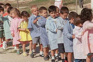 Niños en el primer día de colegio.