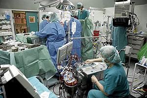 Operación de trasplante de corazón. (Foto: ICAL   EL MUNDO)