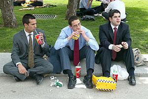 La vida moderna obliga a comer cada vez en menos tiempo (Foto: Antonio Heredia)