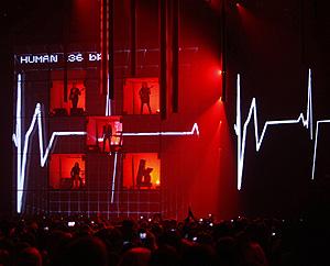 Concierto de 'The Killers' durante la ceremonia de los premios MTV Europa en Liverpool (Foto: Reuters | Phil Noble)