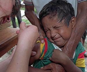 Un niño recibe la vacuna en Bolivia (Foto: AP | Gemma Miralda)