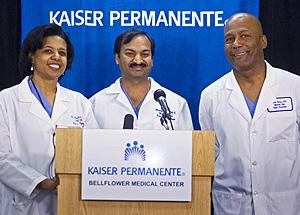 El equipo de médicos que intervino en el parto. (Foto: AP)