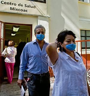 El brote ha obligado a utilizar mascarillas protectoras en México (Foto: AFP | Luis Acosta)