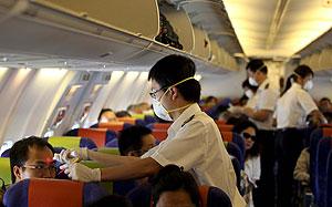 Control a viajeros en el aeropuerto de Meilan, Haikou, China. (Foto: Ym Yik   EFE)