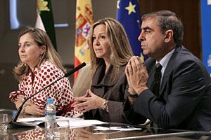 La ministra de Sanidad tras la reunión del Consejo Interterritorial de Salud en Mérida. (Foto: J.M. Moreno)