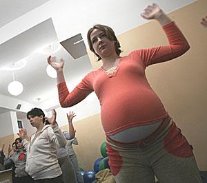 Embarazadas atienden a clases de preparación al parto. (Foto: Katarina Stoltz   Reuters)