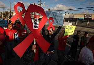 Marcha en Los Ángeles para pedir más dinero para la investigación del VIH. (Foto: AFP)