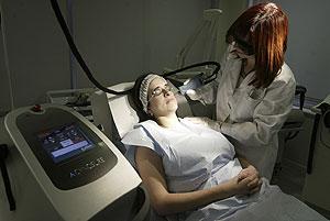 Clínica Ordaz, nuevo tratamiento de láser. (Foto: José Aymá)