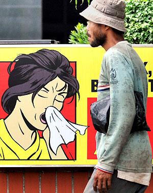 Carteles sobre la gripe en Indonesia (Foto: AFP)