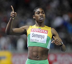Caster Semenya tras cruzar la meta en la final de los 800 m. (Foto: Olivier Morin   AFP)