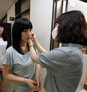 Japón trata de combatir la enfermedad desde las aulas. | Reuters
