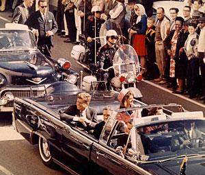 JFK saluda momentos antes de ser asesinado. (Foto: Corbis. The Bettmann Archive   AG)