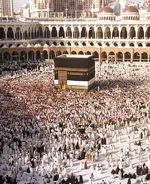 Miles de peregrinos alrededor de la Ka' aba en la mezquita de Al-Masjid-al Haram en La Meca. (Foto: Reuters)