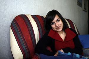 Aroa, de 27 años, sufre TLP desde la adolescencia. (Foto: Santi Cogolludo)