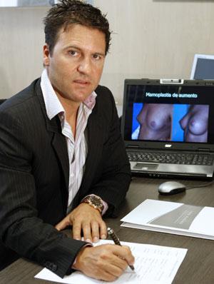 El cirujano Iván Mañero, artífice de la operación. (Foto: Efe)