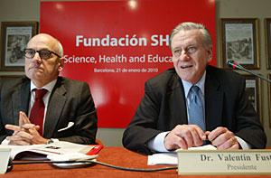 Valentín Fuster (drcha.) y Carles Vilarrubí (izqrda.) durante la presentación de la Fundación SHE. (Foto: Domènec Umbert)