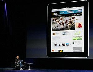 Steve Jobs durante la presentación del 'tablet PC' de Apple. (Foto: AFP)