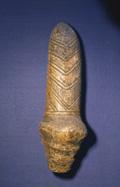 Estatuilla fálica del yacimiento de Mézine, en Ucrania