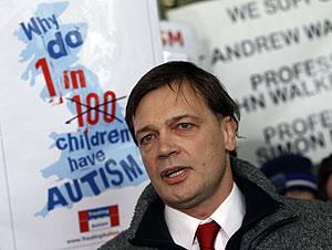 El doctor Andrew Wakefield, tras conocer el fallo del Consejo de Médicos. (Foto: Reuters)