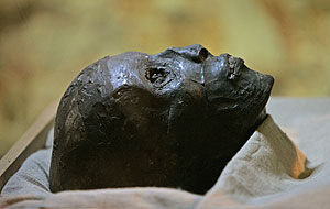 La momia de Tutankamón, sin el vendaje. (Foto: Ben Curtis   AP)