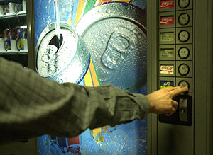 Máquina expendedora de comida y bebida. (Foto: Mitxi)