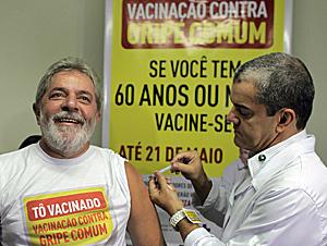 El presidente de Brasil, Lula da Silva, predica con el ejemplo vacunándose de la gripe (Foto: EFE | Ricardo Stucker)