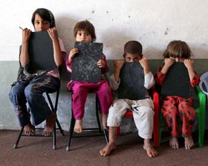Cuatro niños huérfanos en Afganistán. (Foto: EFE)