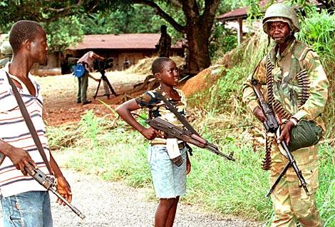 Adolescentes del Frente Revolucionario Unido de Sierra Leona. | Syllou