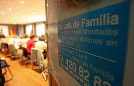 Programa escuela de familia.Tertulia de padres sobre inteligencia emocional en Madrid. | Ayma