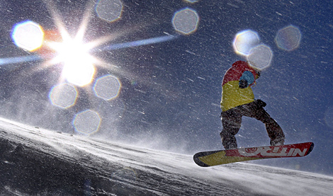 Un snowboarder practica en una pista alemana. | Karl-Josef Hildenbrand. Efe