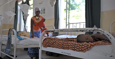 Un niño con malaria en Tanzania.| Tony Karumba