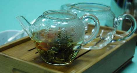 El té verde, uno de los componentes más habituales en productos 'milagro'. | El Mundo