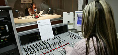 Actividad en una emisora de radio. | Ricardo Cases