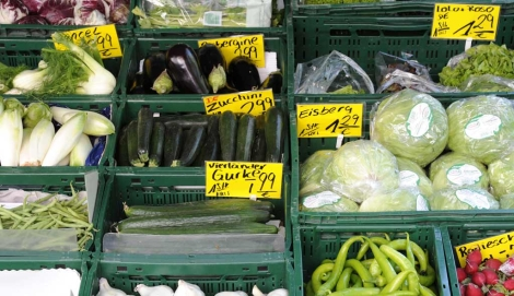 Hortalizas en exposición en un mercado de Hamburgo. | Foto: Fabian Bimmer