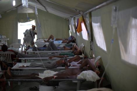 Centro de tratamiento de cólera de Médicos Sin Fronteras en Puerto Príncipe. | Yann Libessart