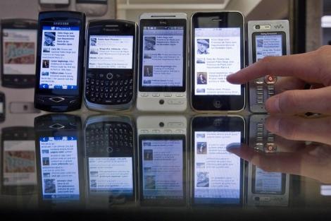 Varios 'smartphones' expuestos. | Mitxi