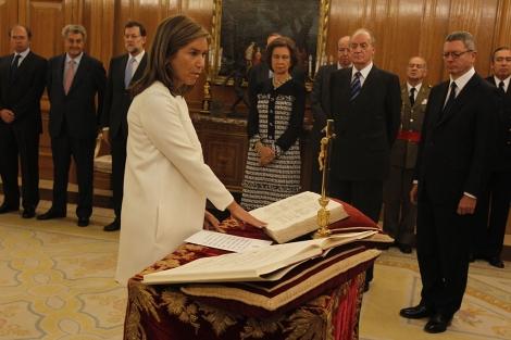 Ana Mato jurando su cargo como ministra de Sanidad. | José Aymá
