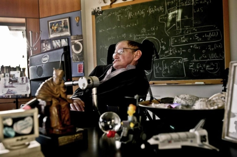 Stephen Hawking en su oficina de la Universidad de Cambridge. | AFP
