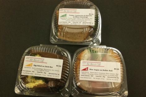 Los sandwiches más sanos fueron identificados con la etiqueta verde. | HGM