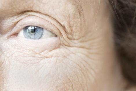 Mirada de una mujer mayor. | El Mundo