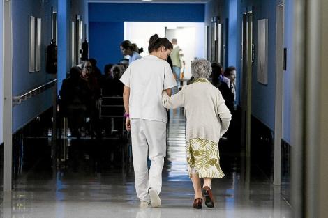La eficacia en la atención médica evitaría muertes prematuras en ancianos.   Iñaki Andrés