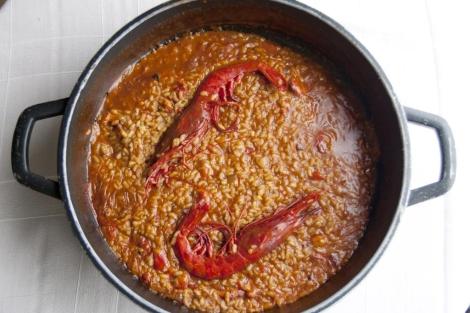 Paella de arroz caldoso con carabineros. | El Mundo