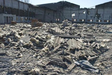 Nave industrial afectada por amianto en Sabadell, Barcelona. | Oscar Espinosa