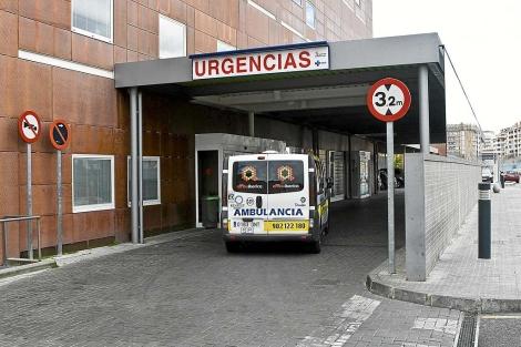 Una ambulancia accede al Hospital Virgen de la Concha de Zamora. | El Mundo