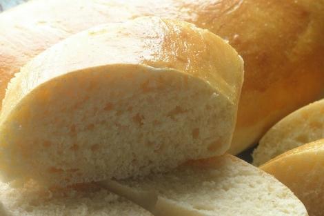 El pan es uno de los alimentos que contiene gluten.| Helena Fombella