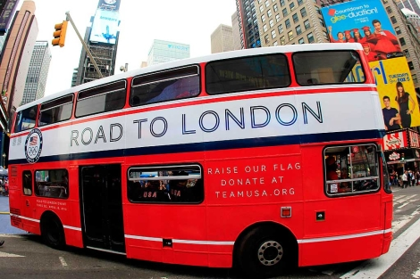 Un autobús promocional de la ciudad olímpica.| Afp
