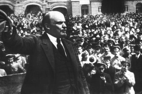 Lenin, dando un discurso en la Plaza Roja de Moscú en 1919.   El Mundo