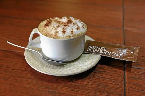 Una taza en un café madrileño.  Máximo García de la Paz
