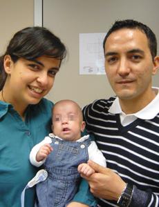 Marc, junto con sus padres, tras ser dado de alta. | Generalitat Valenciana