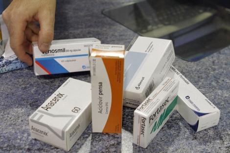 El SNS dejará de financiar 456 medicamentos.   Efe